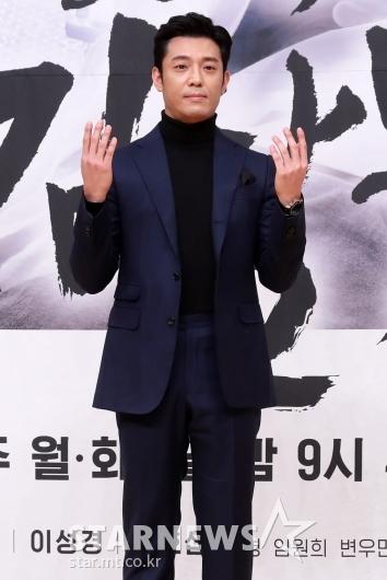 [★포토]김주헌 '의사 역할 빙의'