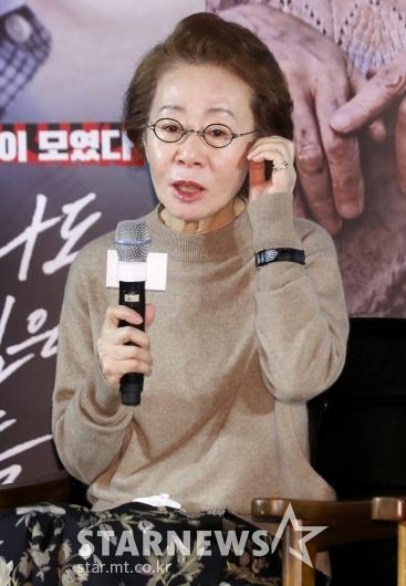 [★포토]윤여정 '전도연 참여 소식에 합류'