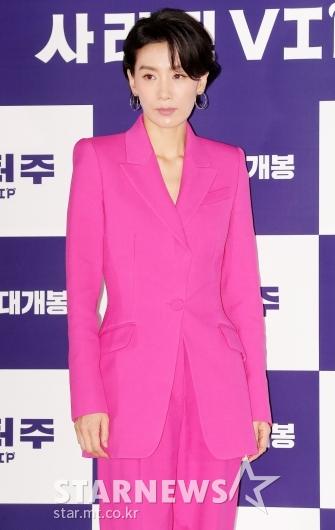 [★포토]김서형 '눈에 띄는 핫핑크 패션'