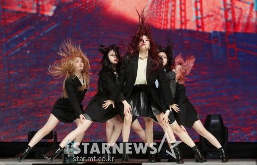 [★포토]여자친구 '머리카락이 날려도 좋아'