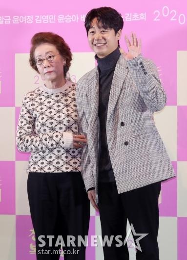 [★포토]윤여정-배유람 '같이 찍어요 찰칵'