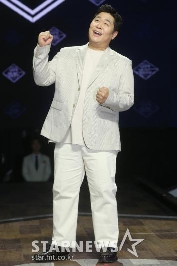 [★포토]문세윤 '파워풀한 가창력'