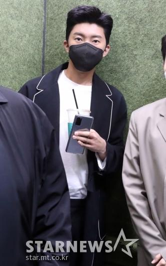 [★포토]임영웅 '커피한잔의 여유'