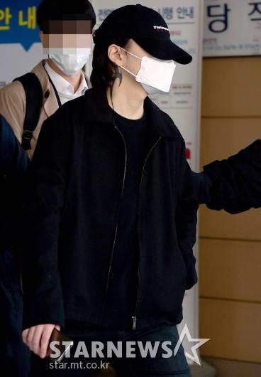 [★포토]얼굴 가린 장제원 子 노엘