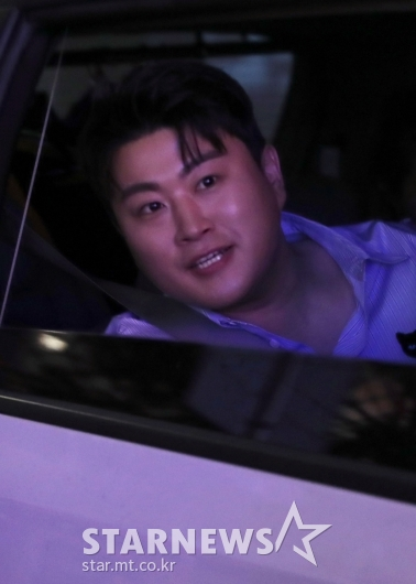 [★포토]김호중 '음악방송 마쳤어요'