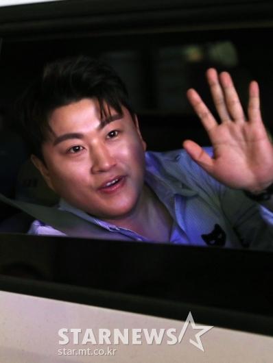 [★포토]김호중 '팬들에게 인사'