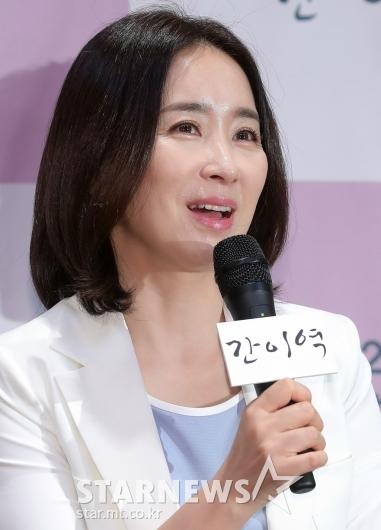 [★포토]윤유선 '감성멜로 기대하세요'