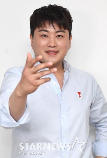 [★포토]김호중 '라방 기대하세요!'
