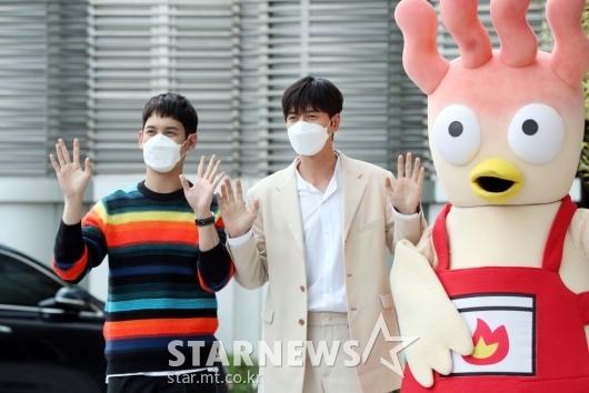 [★포토]박기웅-박해진 '핫닭과 함께!'