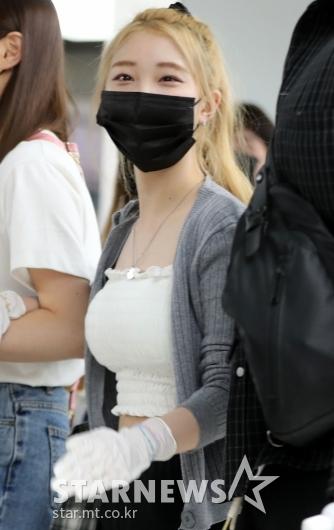 [★포토]이달소 여진 '위생장갑 꼭 챙겨요'