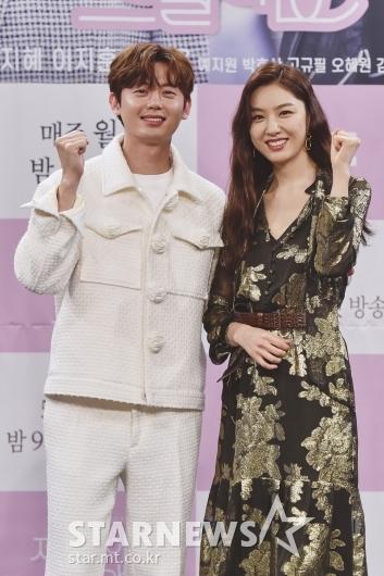 [★포토]이지훈-서지혜 '우리 드라마 파이팅!'