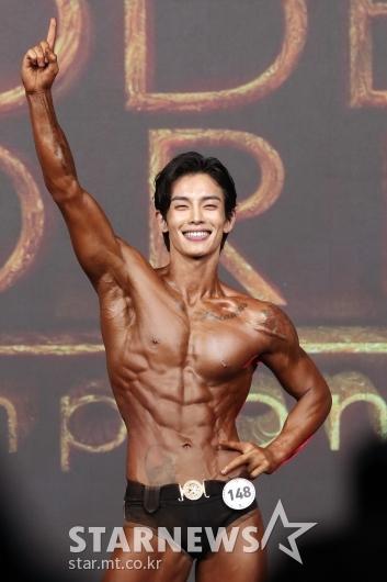 [★포토]'머슬마니아 제니스 챔피언십' 김승욱, 조각상 몸매