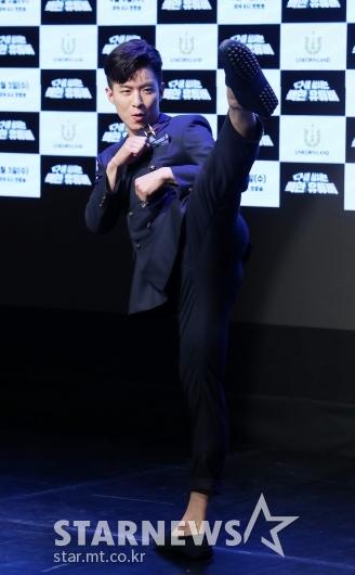 [★포토]나태주 '멋진 발차기'