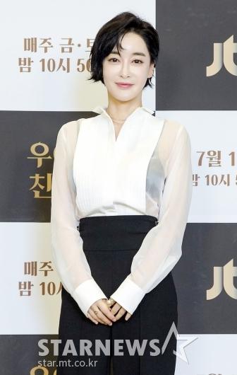 김혜은 '시스루 패션으로 더 우아하게'[★포토]