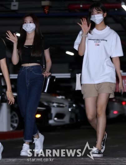 아이즈원 김민주-안유진 '눈에 띄는 인형미모'[★포토]
