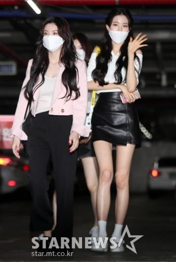 아이즈원 장원영-권은비 '인형이 따로 없네!'[★포토]