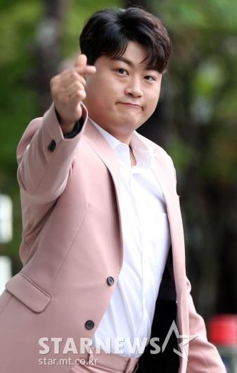 김호중 '아리스를 향한 하트~' [★포토]