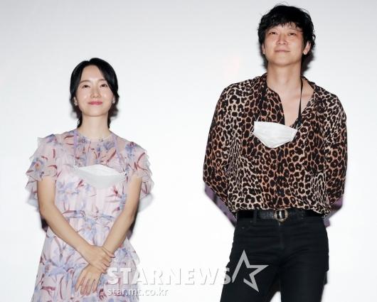 극장 찾은 '반도' 이정현-강동원[★포토]