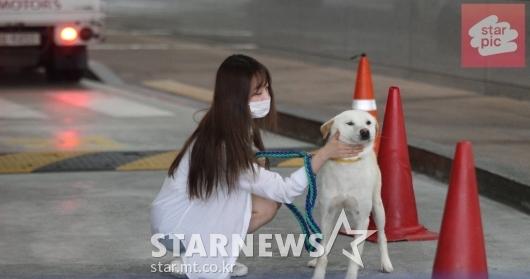 우주소녀 수빈 '잘생긴 럭키와 함께!' [영상]