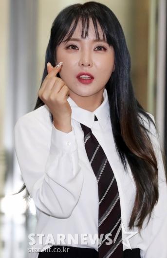 홍진영 '사랑의 하트' [★포토]