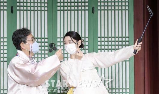 박양우 장관-권나라 '한복 입고 즐거운 셀카타임'[★포토]