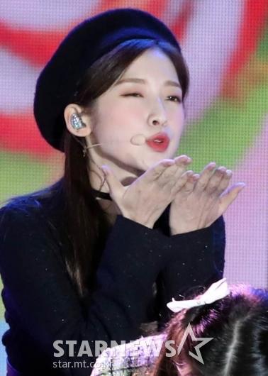 오마이걸 아린 '예쁘게 츄~' [★포토]