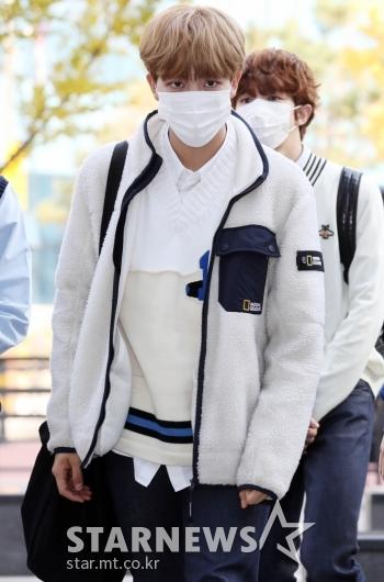 골든차일드 김지범 '따뜻하게 입고 왔어요~' [★포토]