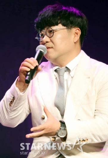 케이시 소개하는 조영수 [★포토]