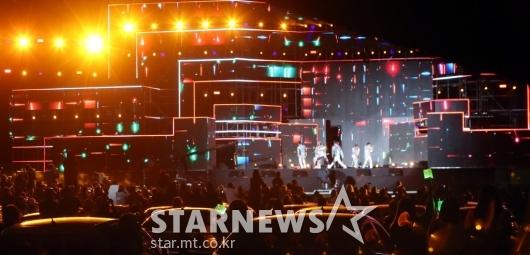 '드라이브 인' 방식 지키지 않는 NCT U 팬들[★포토]