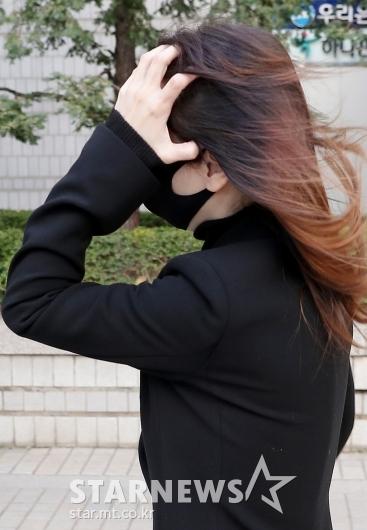 얼굴 가린 '아이돌학교' 김모 CP[★포토]