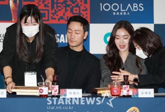박해수-김혜준 '신기한 핸드프린팅'[★포토]