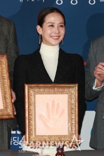 조여정 '손바닥도 예쁘죠?'[★포토]