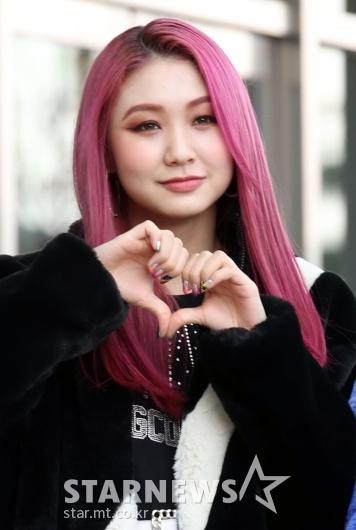 데니스 '핑크빛 미모' [★포토]