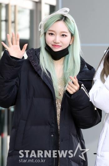 이달소 고원 '초록색머리가 예뻐~' [★포토]
