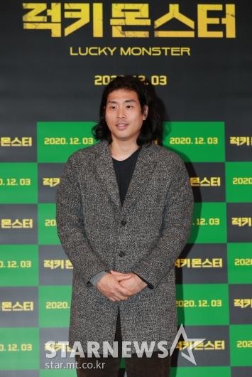 포즈 취하는 '럭키몬스터' 봉준영 감독[★포토]