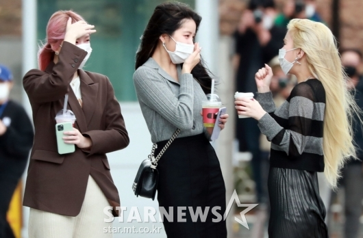 예린-소원-은하 '산뜻한 출근길 패션'[★포토]