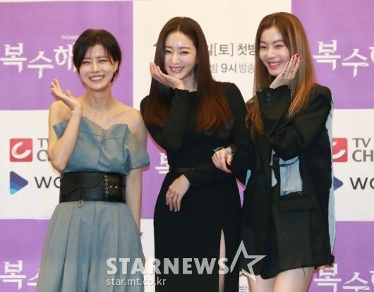 유선-김사랑-윤소이 '미녀들의 꽃받침'[★포토]
