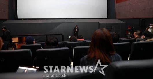 고개숙인 '잔칫날' 제작사 대표[★포토]