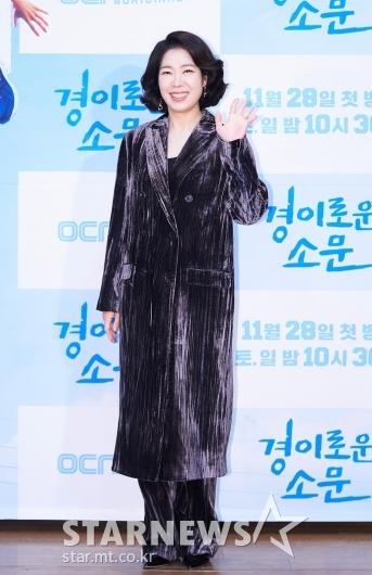 염혜란 '경이로운 손인사'[★포토]