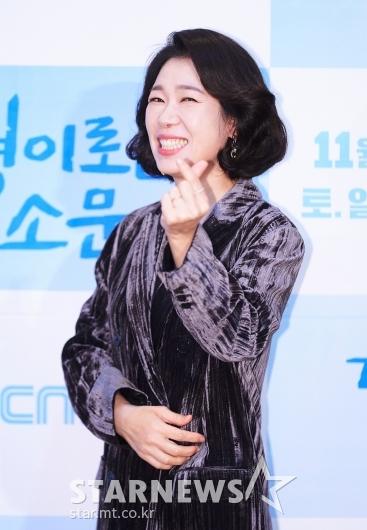 염혜란 '경이로운 소문, 사랑해주세요'[★포토]