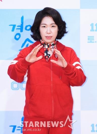 염혜란 '손 끝에 기를 모아'[★포토]