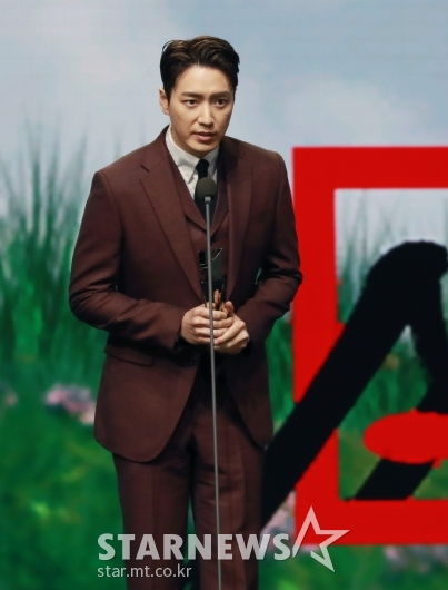 이준혁, 2020 AAA 베스트 연기상 수상[★포토]
