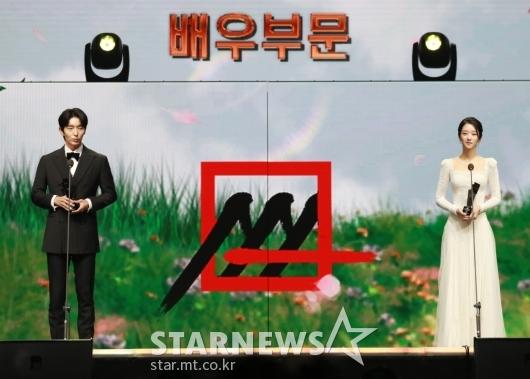 이준기-서예지, 2020 AAA 배우 부문 베스트 아티스트상 수상[★포토]