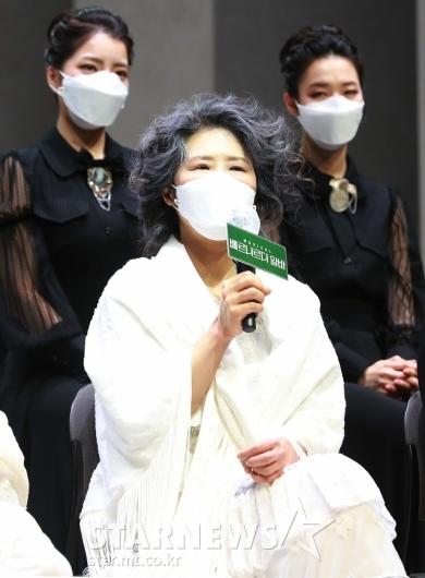 답변하는 뮤지컬 '베르나르다 알바' 배우 황석정[★포토]