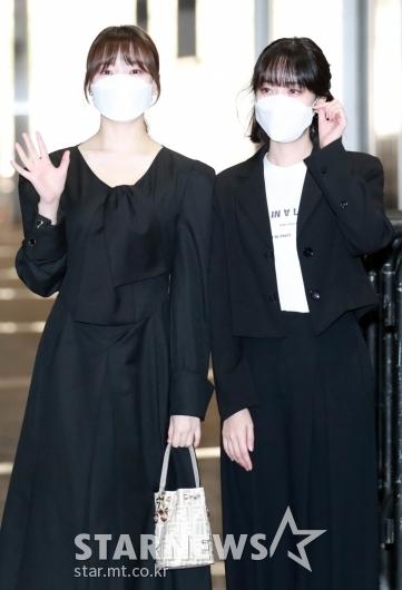 예린-신비 '블랙으로 맞췄어요!' [★포토]