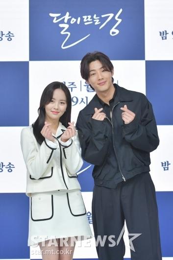 김소현-지수 '많이 사랑해주세요'[★포토]