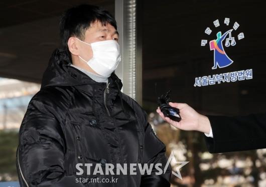 '불법도박장 개설 혐의' 최재욱 3차 공판 출석[★포토]