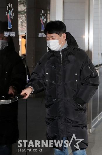 '불법도박장 개설 혐의' 공판 출석하는 최재욱 [★포토]