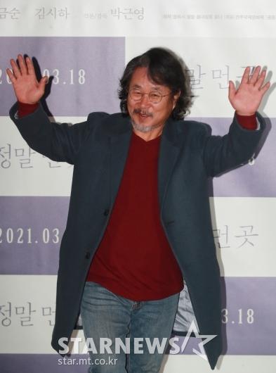 기주봉 '카리스마 넘치는 손인사'[★포토]