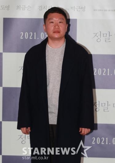 포즈 취하는 '정말 먼 곳' 박근영 감독[★포토]